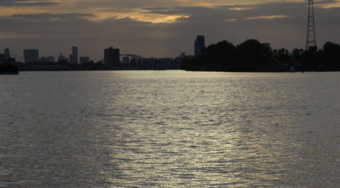 Rhinruten dag 16. 9. august. Flatt og sykkelvennlig, men litt kjedelig landskap