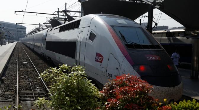 Erna Solberg tenker høyt med små tanker om tog