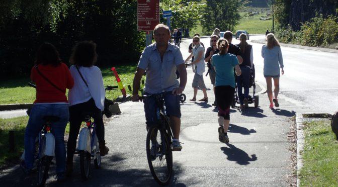 Bygdøy: Eirik Lae Solberg demonstrerer Oslo Høyres sykklepolitikk i et nøtteskall