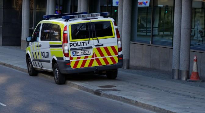 Kan ikke politiet trafikkreglene, eller gir de bare blaffen når det er bilister som bryter dem? @politivest @btno