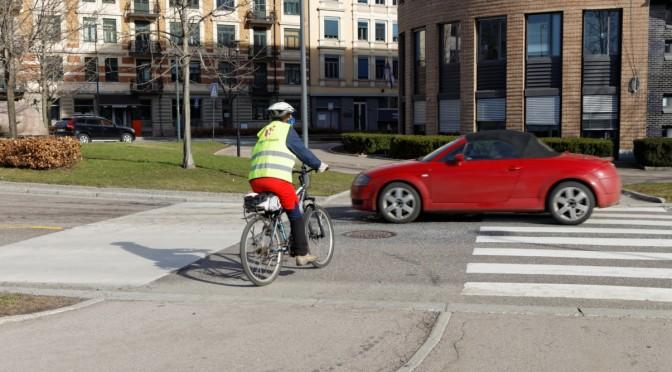 Farlige vikepliktregler for sykkelveier. Men @ketilso vil ikke rydde opp.