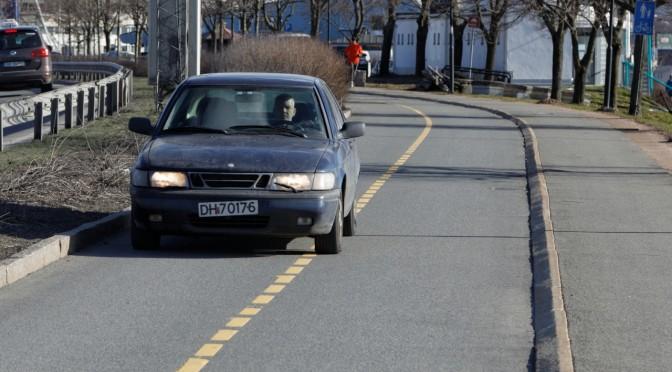 Få bilene ut av sykkelveien langs Frognerstranden