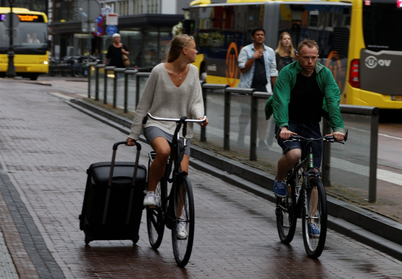 Syklist med koffert, Utrecht