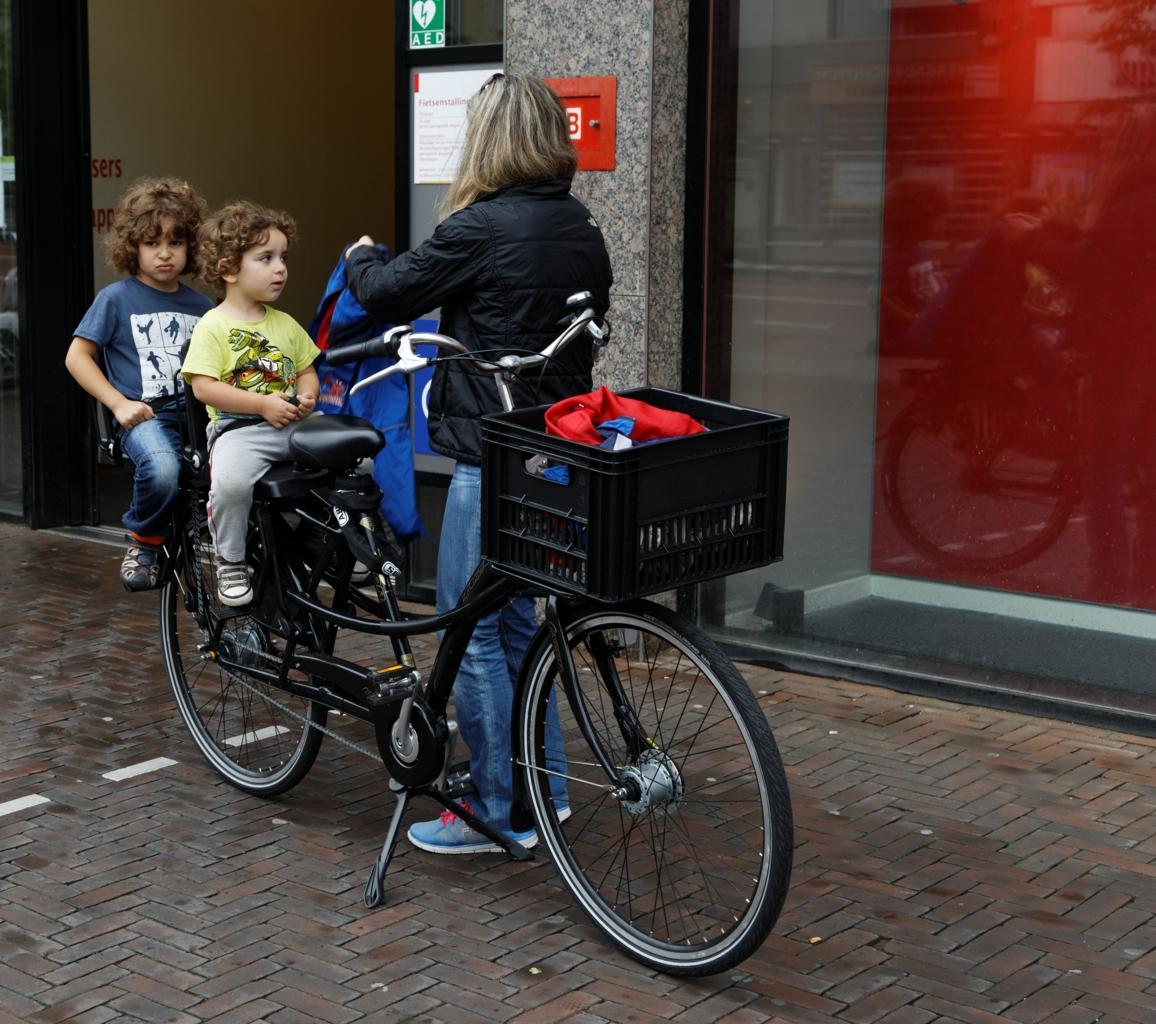 Mor med to barn på sykkel, Utrecht