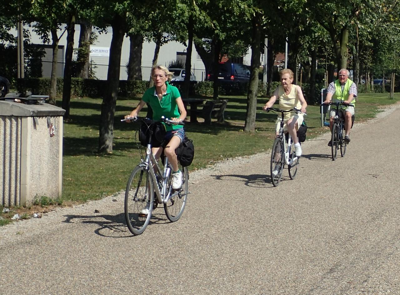 Folk på sykkeltur