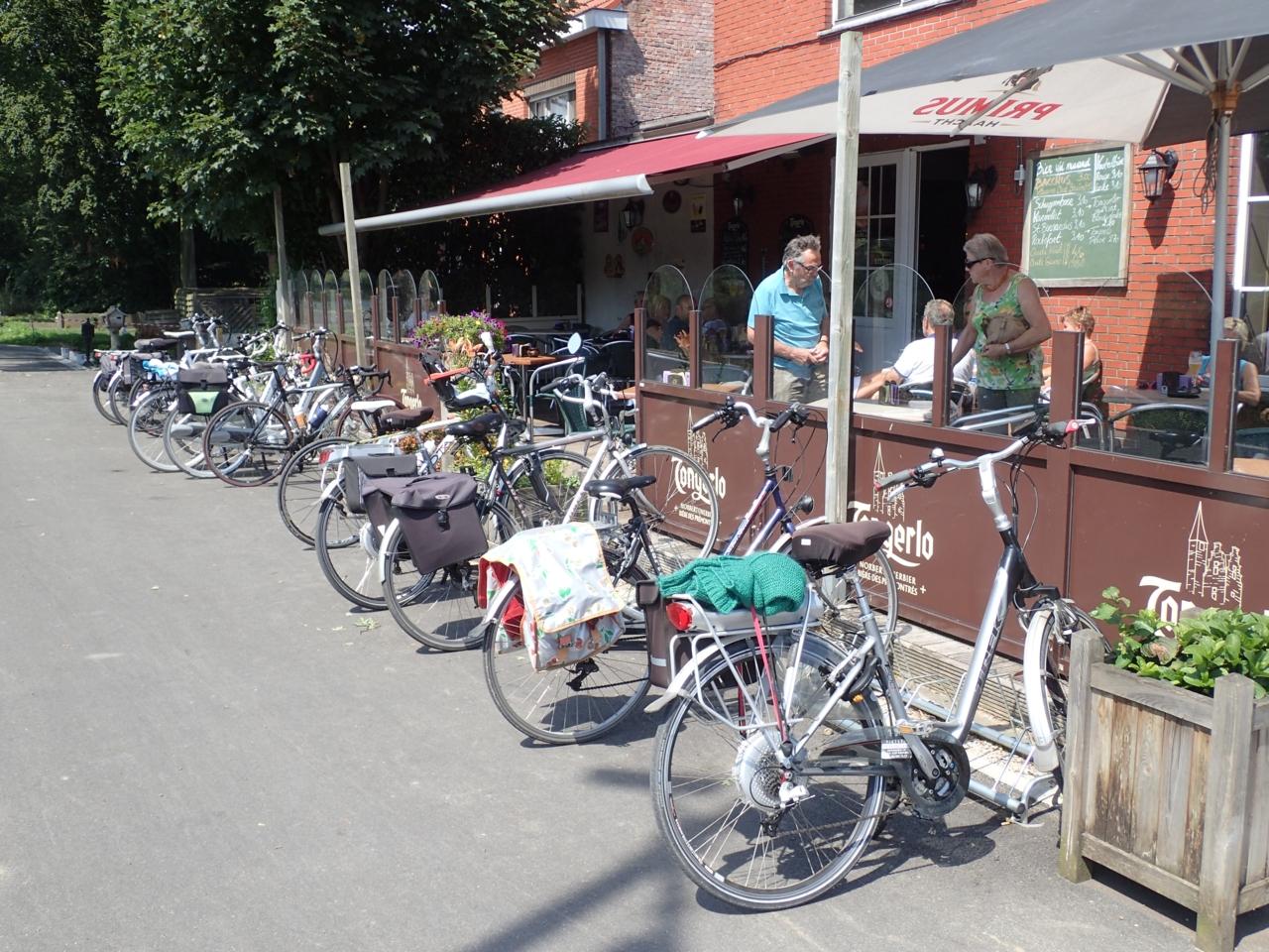Cafe, syklister