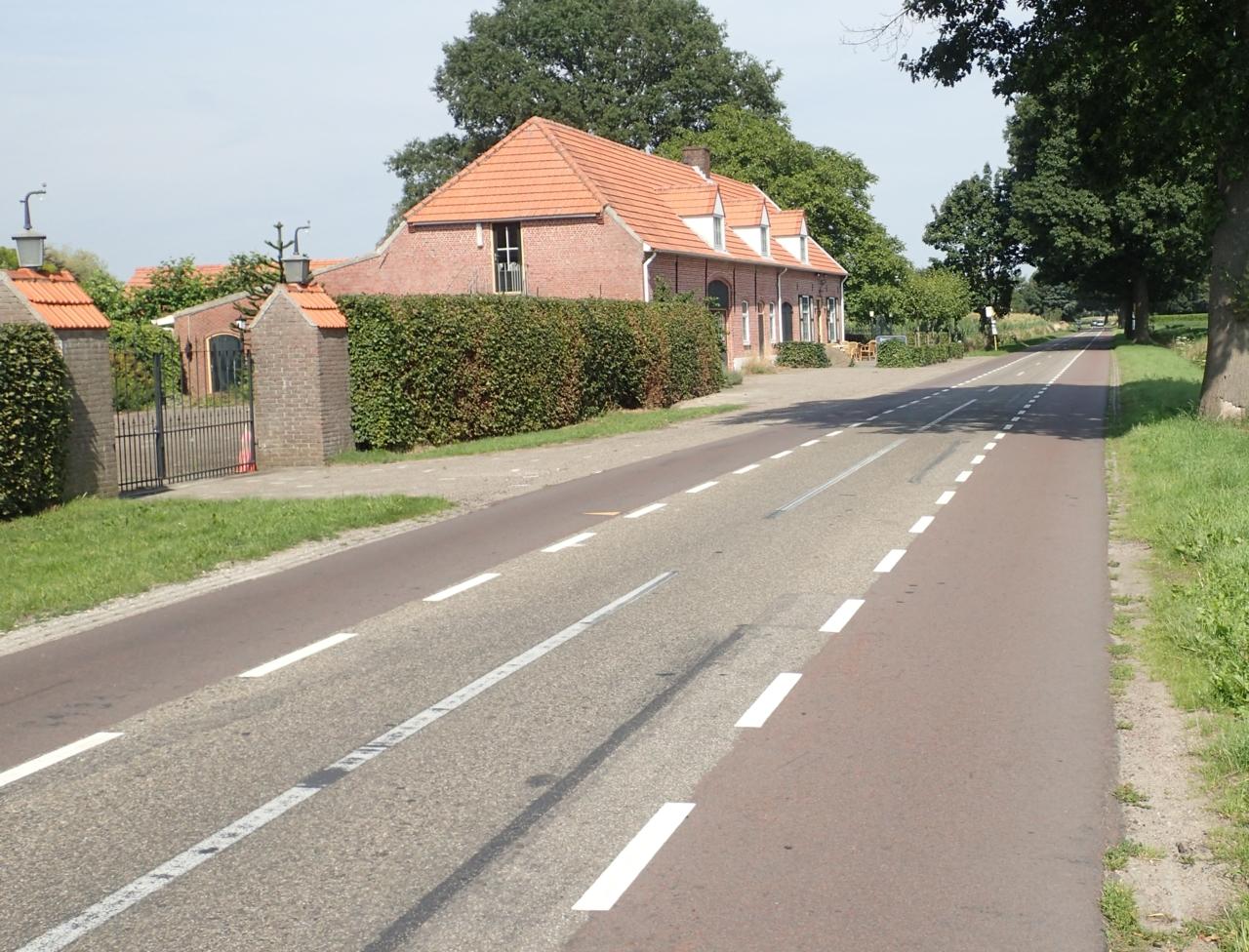 Vei med ett kjørefelt, to sykkelfelt