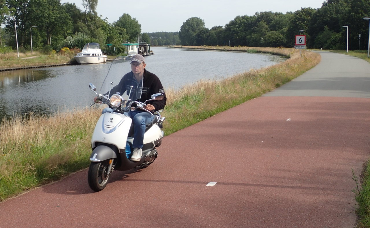 Mopedist, sykkelvei, Assen