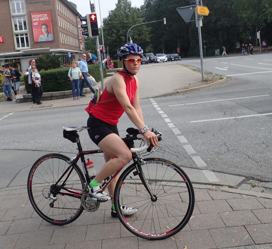 Sykkeldame med løpesko